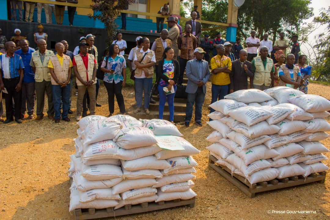 Agriculture : remise des semences aux membres du Gouvernement provincial
