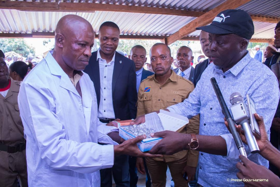 Kabambare : Auguy Musafiri remet un lot important des médicaments et matériels de prévention Ebola à l'Hôpital Général de Référence de Salamabila