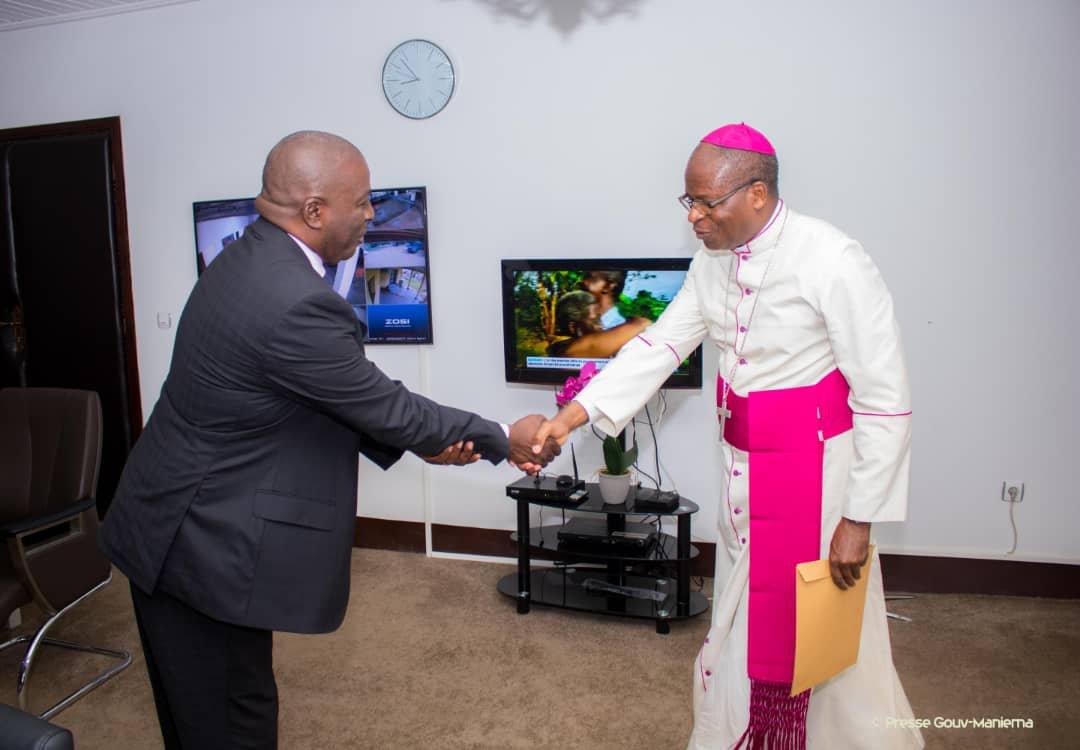 Maniema : Mgr. Placide Lubamba félicite le Gouverneur pour la pacification de la Zone Sud de la province