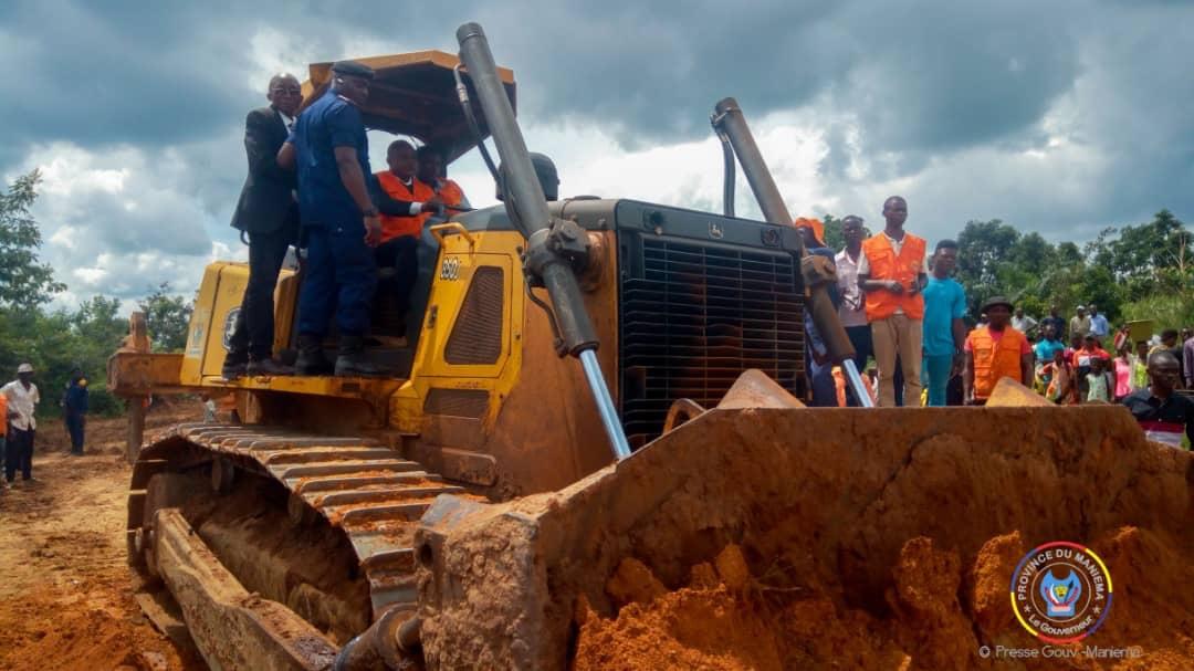 Maniema : Le Vice-gouverneur JP. Amadi lance les travaux de remblayage des grands bourbiers sur la RN31 dont «De Marais» à l'entrée de Kasongo