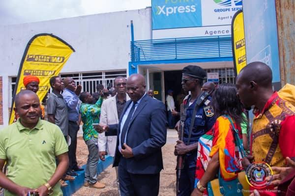 Maniema : le Gouverneur Musafiri se rends à l'agence EcoBank suite au retard dans la paie des enseignants