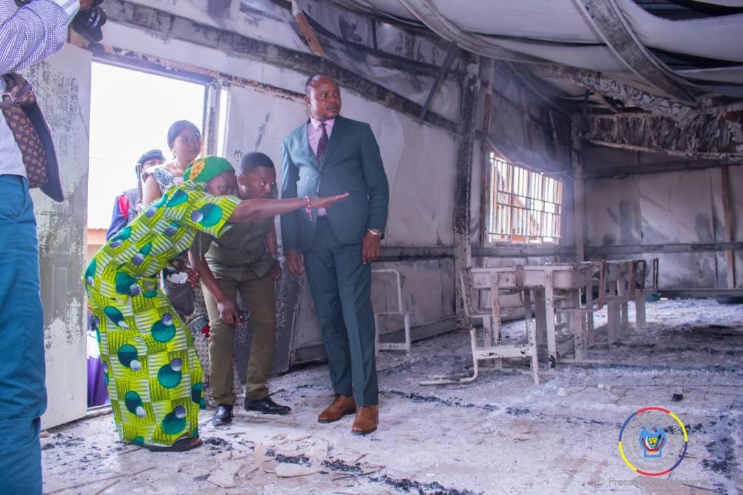 Kindu : le Gouvernement provincial vole au secours des victimes après l'incendie de l'internat du lycée notre dame d'espérance