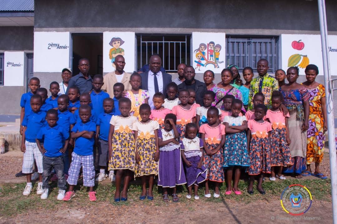 Maniema : le Gouverneur Auguy Musafiri au chevet des orphelins du Complexe Scolaire Dine d'or