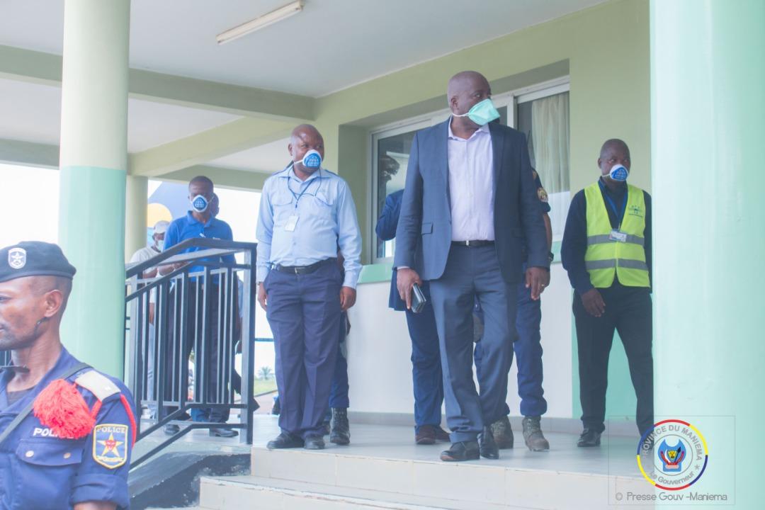 #Coronavirus : le Gouverneur à l'aéroport pour s'assurer du respect des mesures préventives