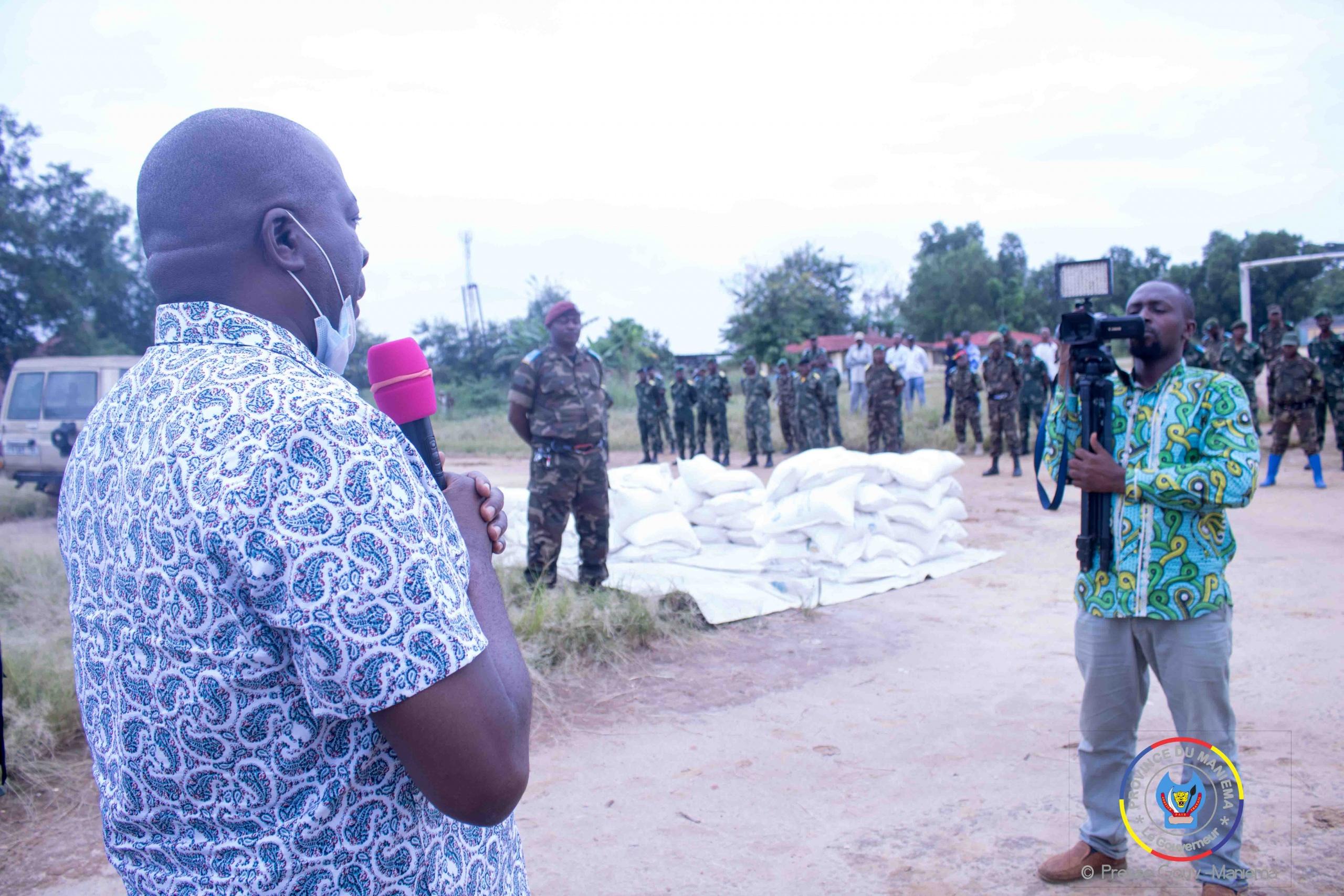 Kindu : Le Gouverneur Auguy Musafiri visite les militaire au camps Makuta