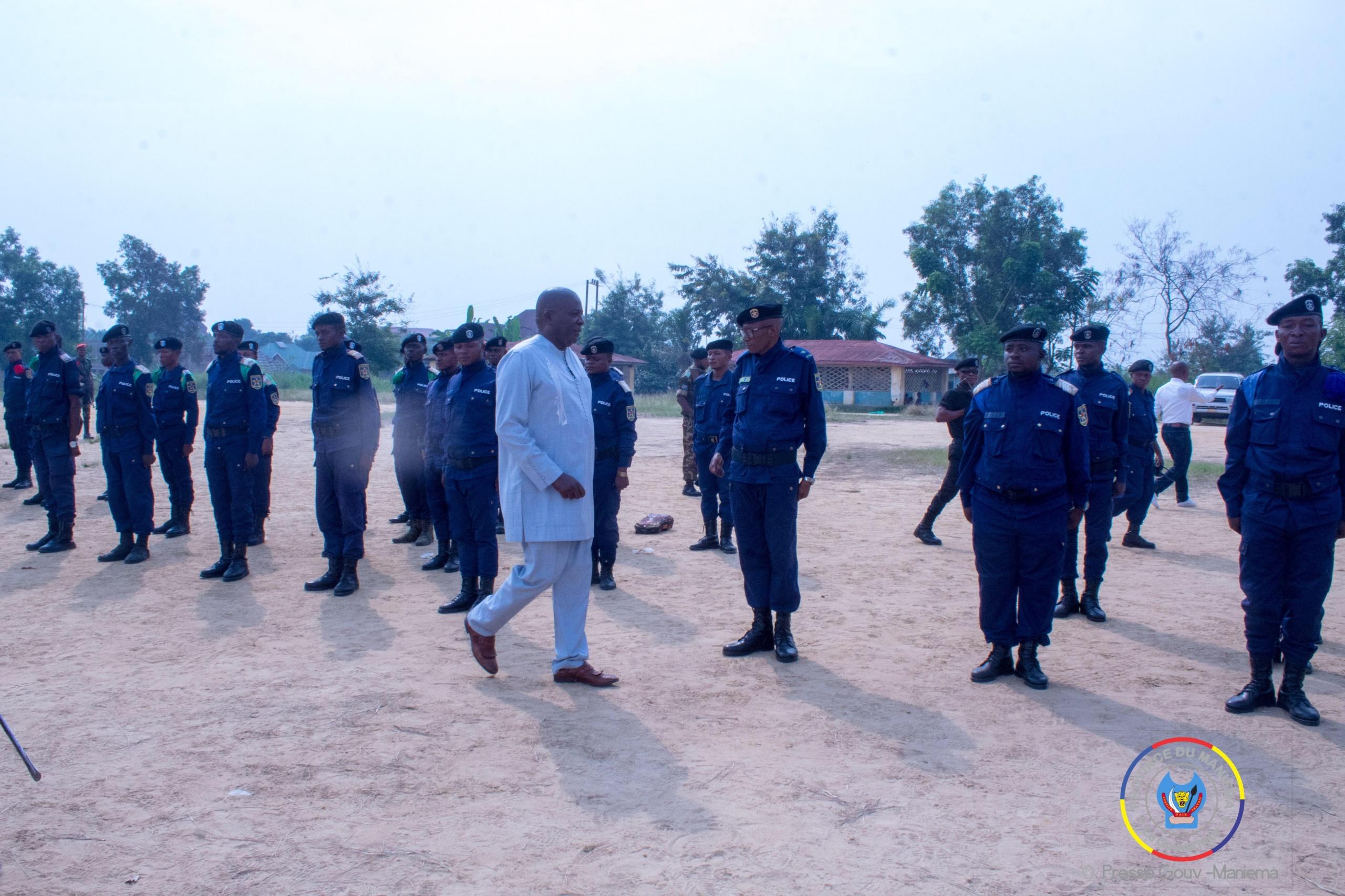 Maniema : le Gouverneur Auguy Musafiri sensibilise les éléments de la PNC garnison de Kindu dans le cadre de la lutte contre la covid 19